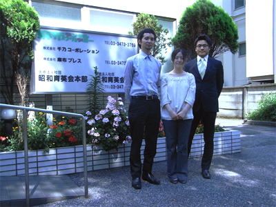 左から麻布デンタルアカデミーの佐藤弘明さん、サイブリッジの平山恵子さん、麻布デンタルアカデミーの小林聡さん