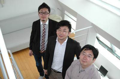左からアクアリングの中川裕基さん、岩田玲さん、後藤俊介さん